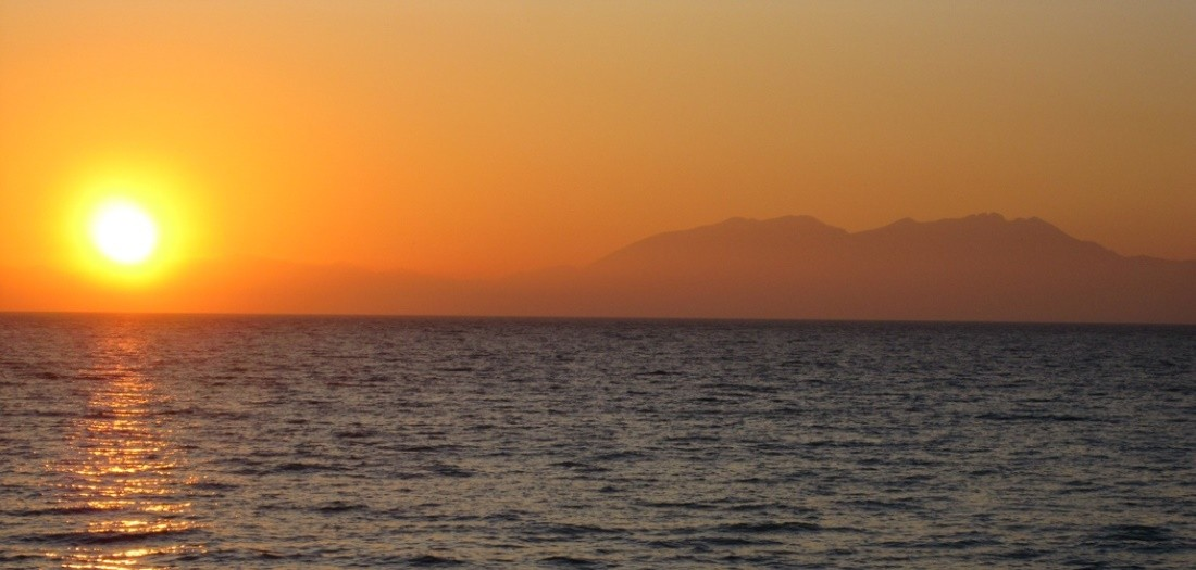 Морская прогулка на закате с барбекю
